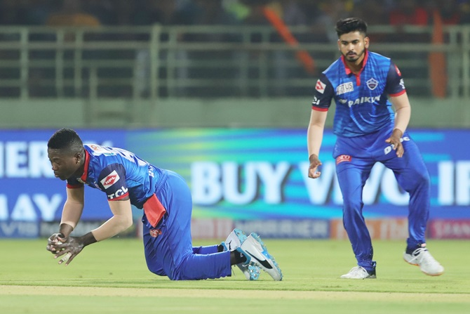 Sherfane Rutherford takes a low catch to dismiss Manish Pandey