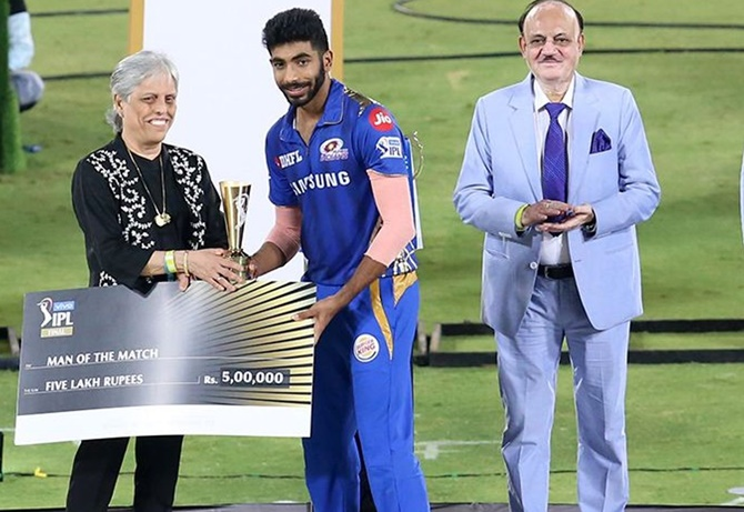 Jasprit Bumrah of Mumbai Indians receives Man of the match award from CoA member Diana Edulji