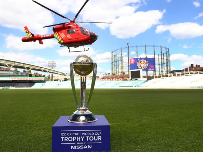 Who will present the World Cup trophy to the winners?