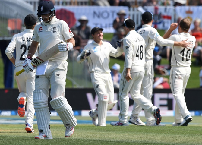 New Zealand pace attack restricts England on Day 1