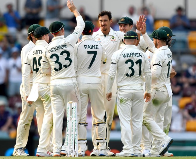 Australia strike in bursts to dismiss Pakistan for 240