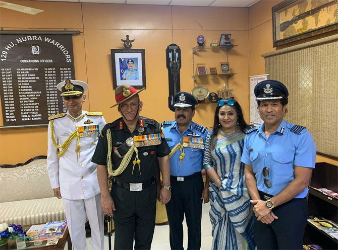 Sachin Tendulkar with Air Chief Marshal RKS Bhadauria and his wife Asha Bhadauria, General Bipin Rawat and Admiral Karambir Singh.