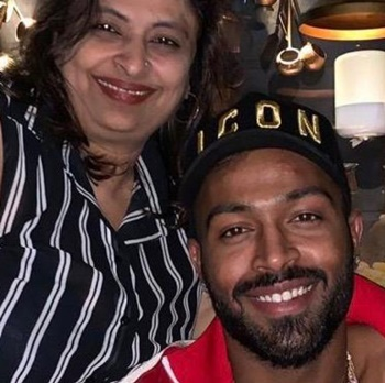 Hardik Pandya shares adorable picture with his mother