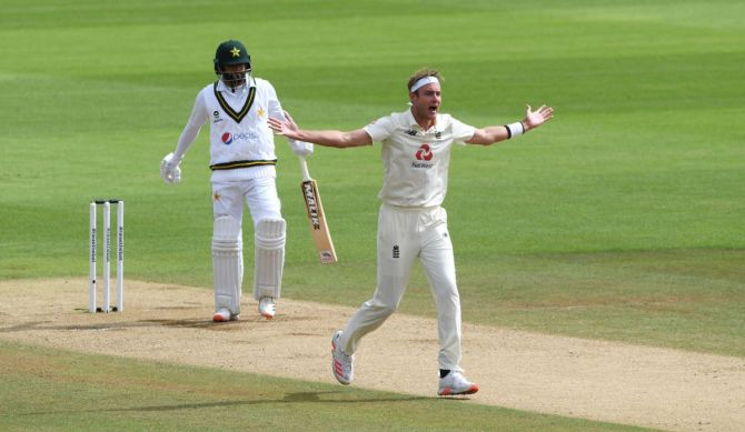 Stuart Broad appeals unsuccessfully for the wicket of Azhar Ali