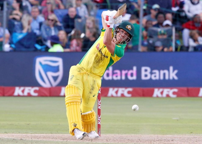 Warner stranded as Australia fall short in second T20