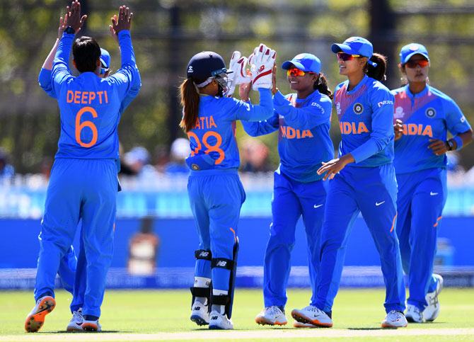 Deepti Sharma is congratulated by teammates after dismissing Umasha Thimeshani.
