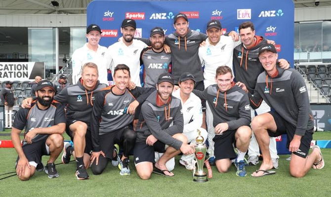 New Zealand's players pose with the Royal Stag trophy after defeating India in the second Test in Christchurch on Monday and winning the series 2-0.