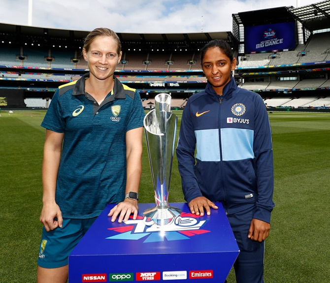 Australia's Meg Lanning and India's Harmanpreet Kaur pose with ICC T20 World Cup trophy at the Melbourne Cricket Ground on Saturday.