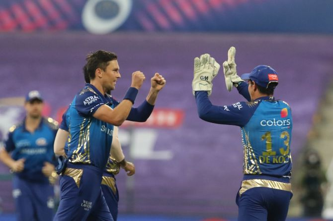 Trent Boult celebrates with wicketkeeper Quinton de Kock after dismissing Prithvi Shaw.