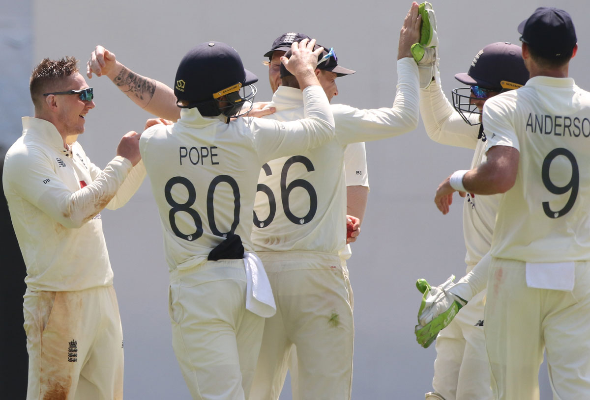 India risk follow-on as England take control