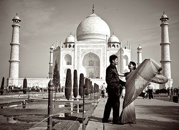 An engagement at the Taj Mahal in Agra