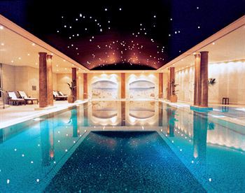 Top 12 World S Best Hotel Swimming Pools Rediff Getahead