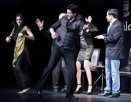 Shah Rukh Khan with Sarika Arya (left) and Nikhil Sud with Jeffrey Brenzel, Yale dean of undergraduate admissions (partly hidden) dance to 'Chammak Challo'