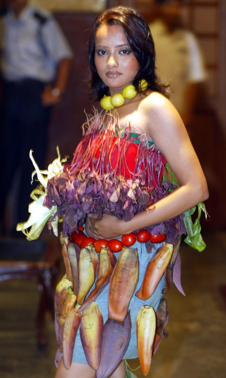 An Indian model wears an outfit made of vegetables designed by Soma Chatterjee during a vegetarian food festival in the eastern Indian city of Calcutta late June 28, 2003. A city hotel donned models in vegetable garments to attract customers during a promotion for its vegetarian food festival.