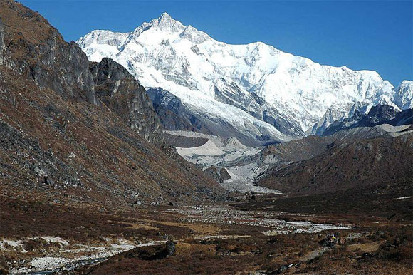 Witness magnificent peaks of the Himalaya Mountains