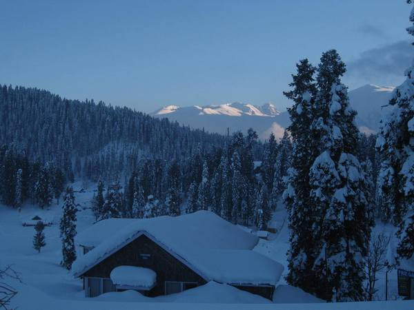 Gulmarg buried in white powder snow