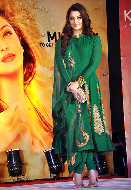 Style Poll Vote For Aishwarya Deepika And More Rediff