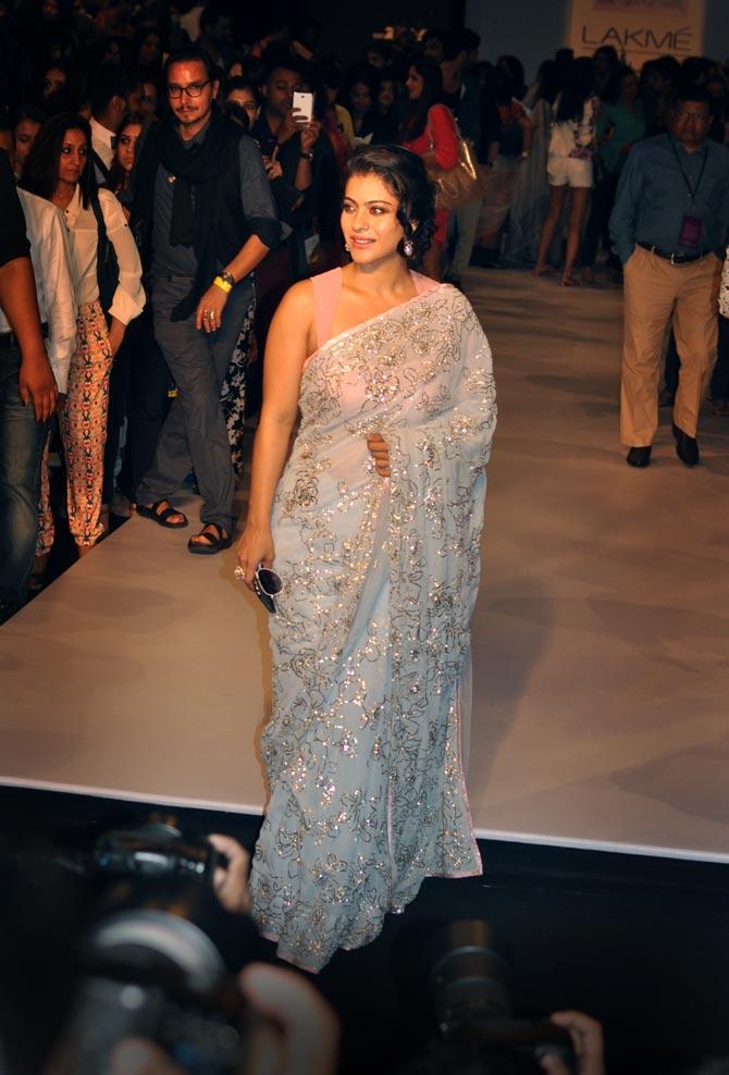 Gul S Sexy Black Sari Or Kareena S Hot Green Gown Vote