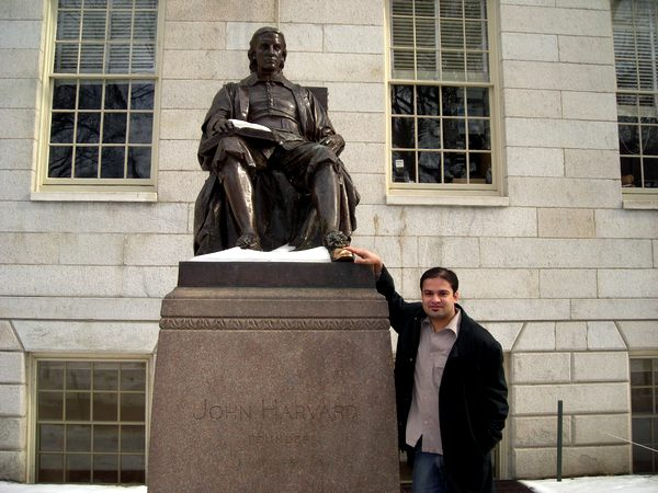 The author at the feet of John Harvard, the benefactor of the eponymous college. Mahajan believes he is closer to Akhil, one of his two protagonists in the book than Jassi.