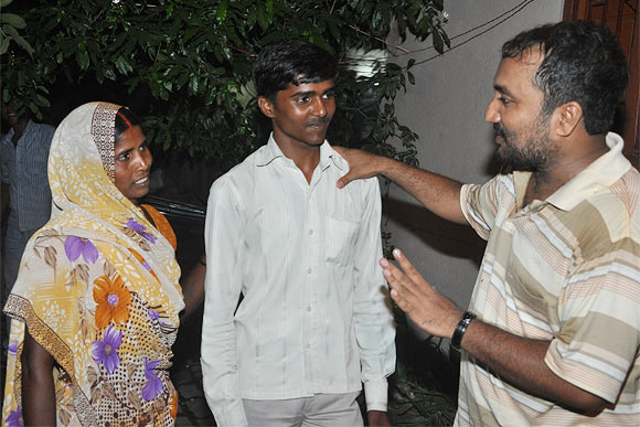 Bhanu Pratap from Uttar Pradesh and his mother sharing their joy with Super 30's Anand Kumar