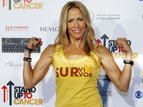 Singer Sheryl Crow, a cancer survivor, arrives at the Stand Up To Cancer broadcast event in Hollywood September 5, 2008. The three US television networks, ABC, CBS and NBC are broadcasting a TV special featuring celebrities to raise funds for cancer research.