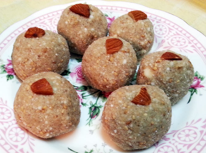 Singhara and Sabudana Laddoo