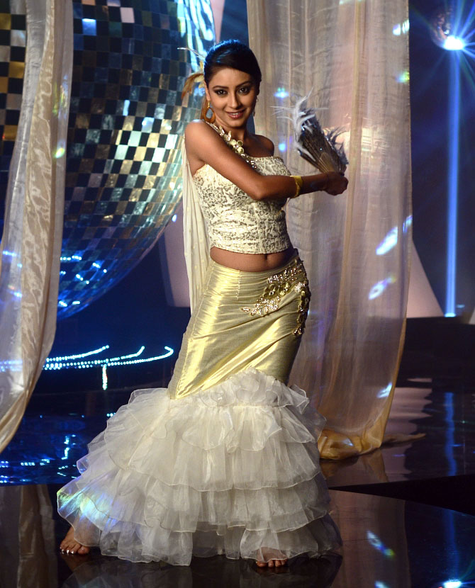 Pratyusha Banerjee In Bikini Vote! Who is In...