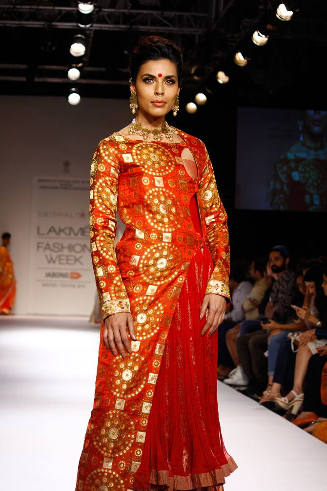 Model Deepti Gujral in a Vaishali S creation