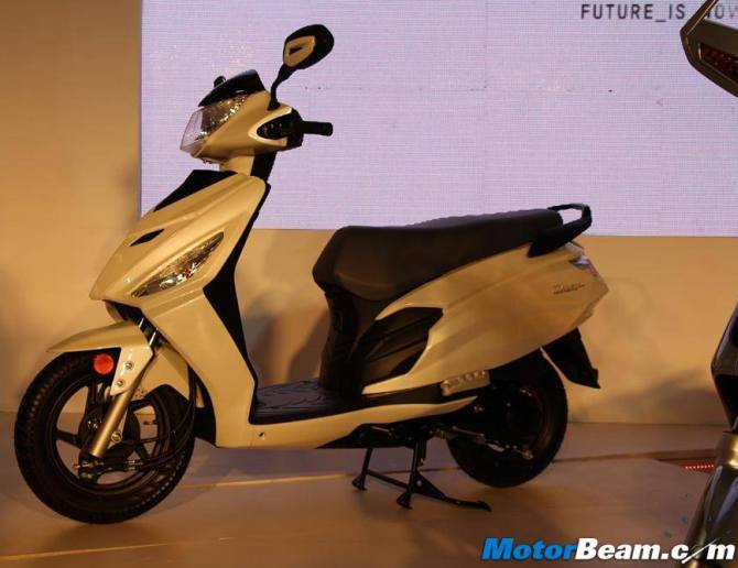 Hero's 110cc scooter Dash was showcased at Auto Expo 2014