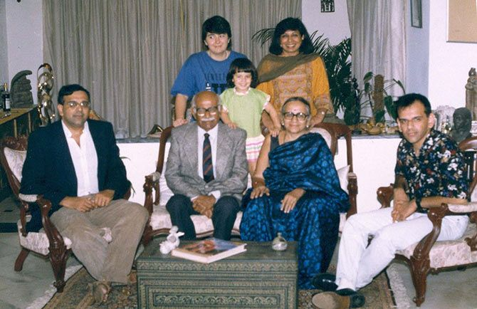 Kiran Mazumdar Shaw with her family