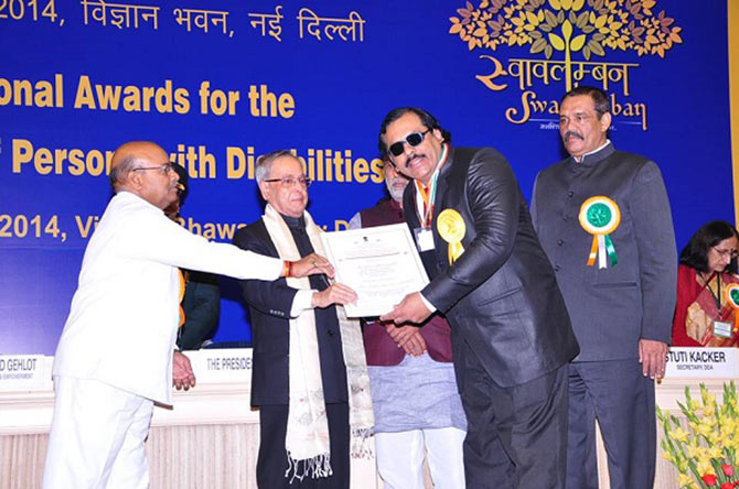 Bhavesh Bhatia receives the entrepreneurship award for disabled from Pranab Mukherjee