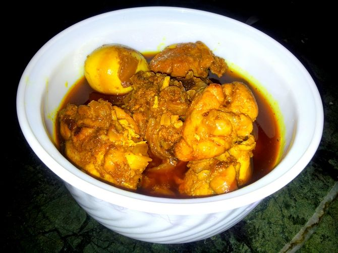 Goalondo Steamer Curry or Boatman-style Chicken Curry
