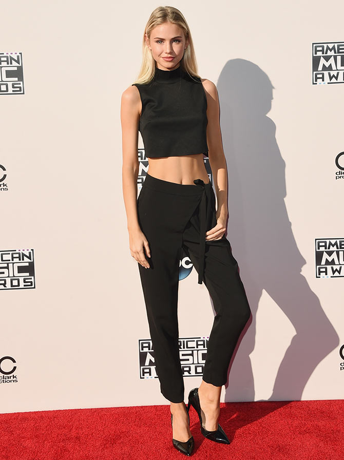 Model Scarlett Leithold attends the 2015 American Music Awards at Microsoft Theater on November 22, 2015 in Los Angeles, California.