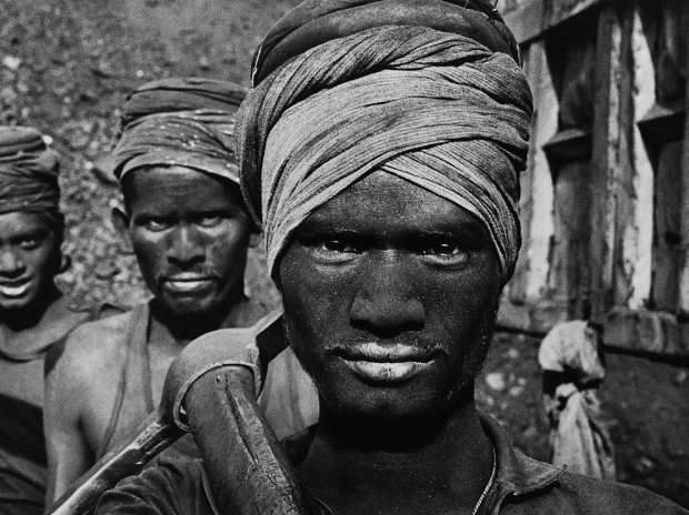 Coal workers in Dhanbad, Bihar by Sebastião Salgado in 1989 (© Sebastião Salgado, Courtesy MAP / Tasveer)