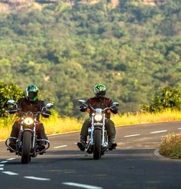 Harley-Davidson 1200 Custom Vs Indian Scout Sixty