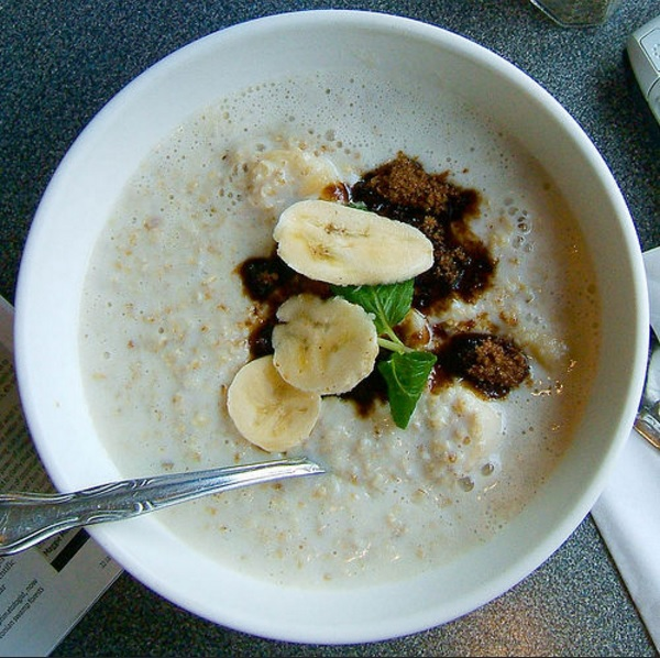 Breakfast recipe: How to make Oatmeal with fruits