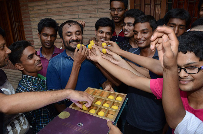 Students distribute sweets to celebrate success of IIT-JEE results 2016