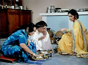 A still from movie Sau Din Saas Ke.