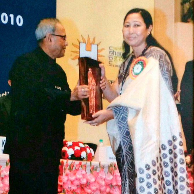Anuradha Kuli winning the National Award
