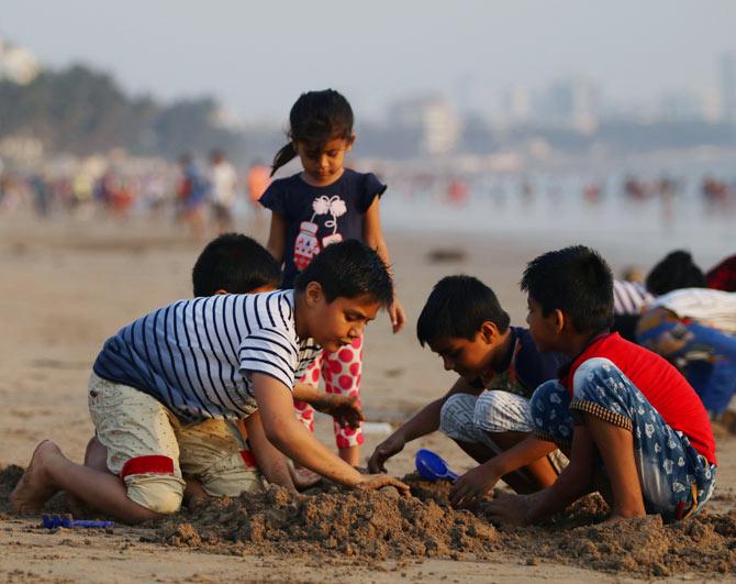 Summer pics: An evening at Juhu beach - Rediff.com Get Ahead