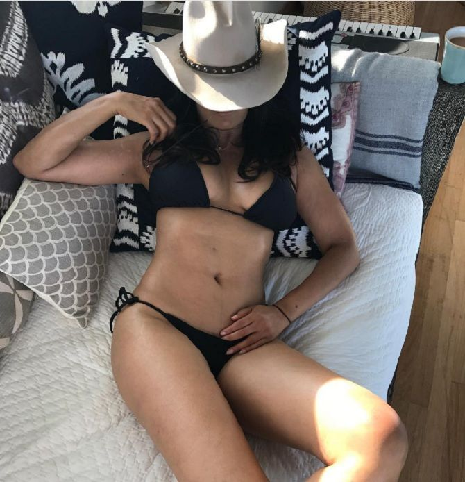 Padma lakshmi hot bikini photo
