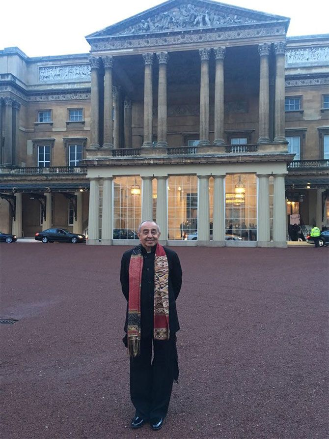 Astad Deboo outside Buckingham Palace