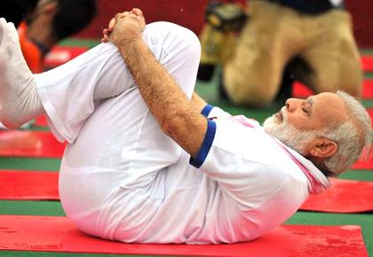 Video: Yoga lessons from Narendra Modi