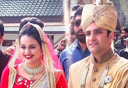 Love triumphs. IAS topper Tina Dabi marries Kashmiri batchmate