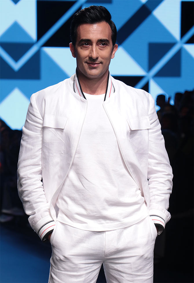 The fake show: Rahul Khanna steals hearts