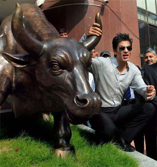 Shah Rukh Khan poses with the bull outside the Bombay Stock Exchange