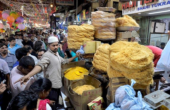 Eid celebrations at Delhi's Jama Masjid - Rediff.com Get Ahead