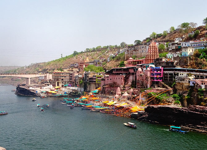 Pix: A temple on the banks of Narmada