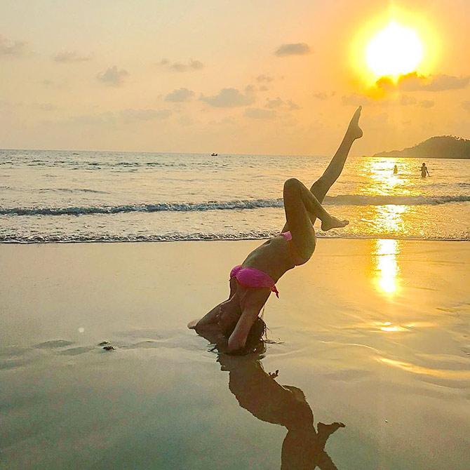 Beach yoga! Kavita Kaushik's fitness secret is out ...