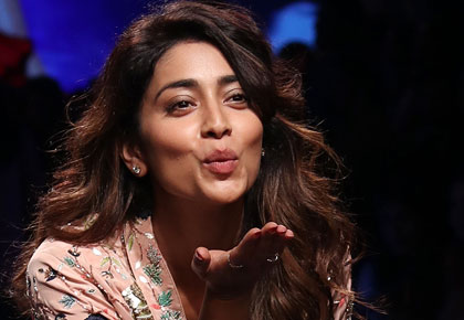 Don't you just LOVE Shriya Saran?